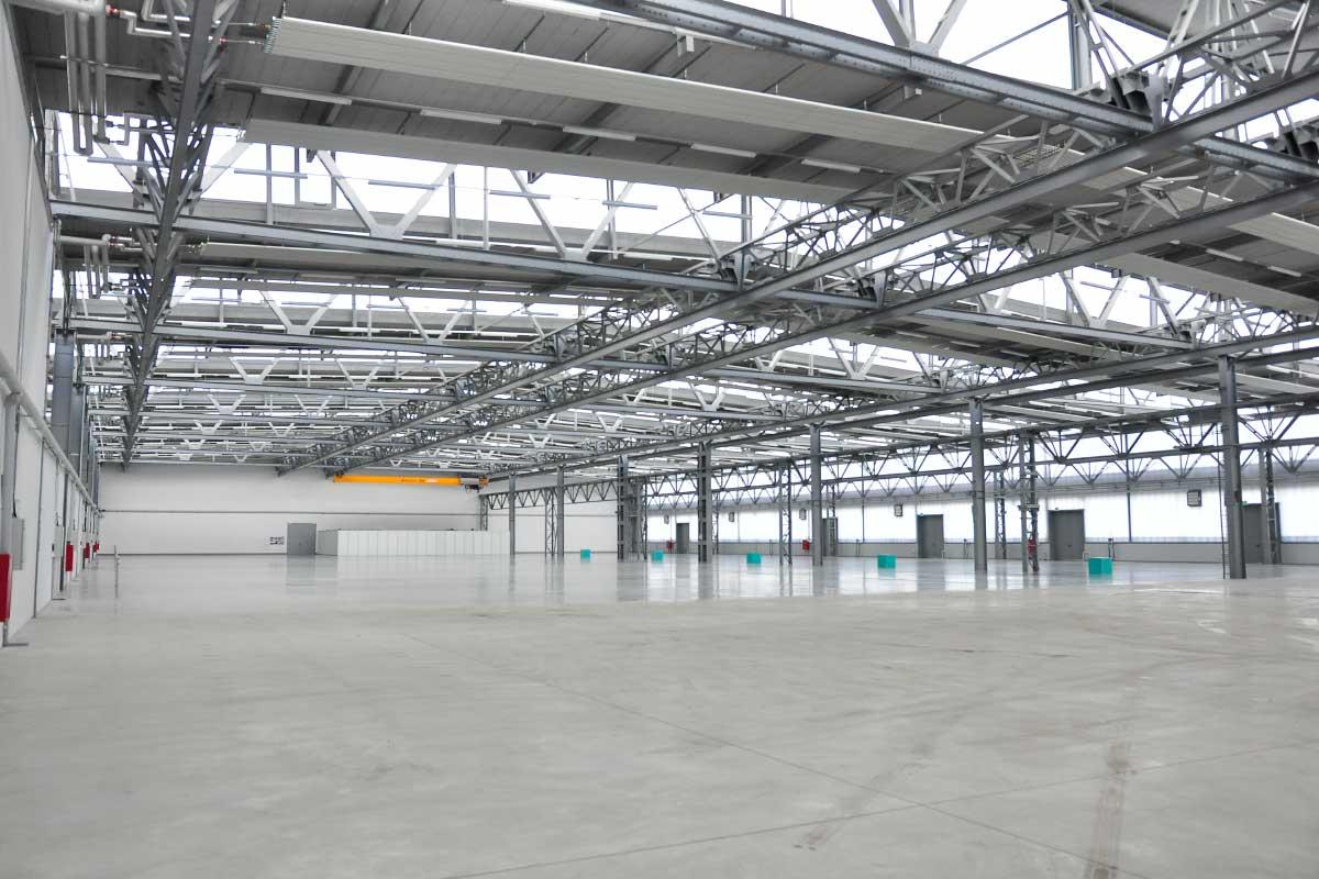 Hala Nowa 7 to również przestrzenie magazynowe na wynajem dostosowane do potrzeb przemysłu
