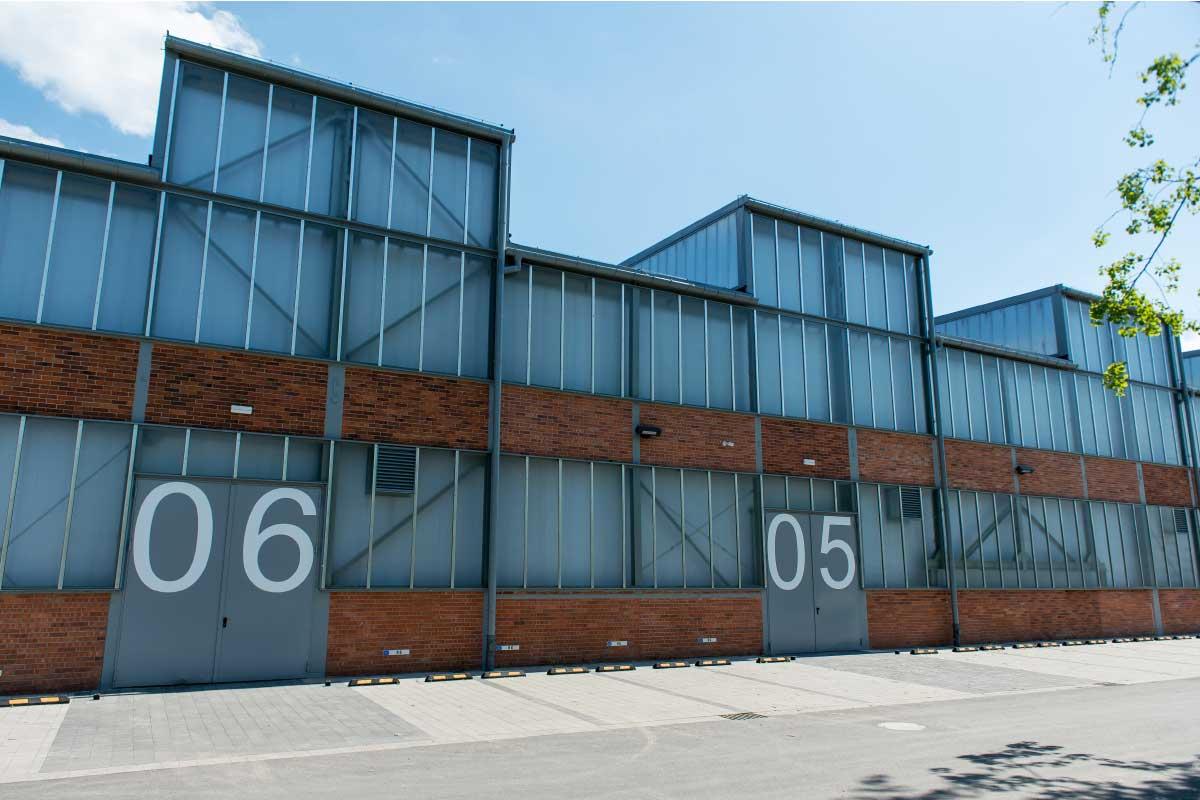 Hala Nowa 7 posiada dogodną lokalizację w centrum stolicy Dolnego Śląska